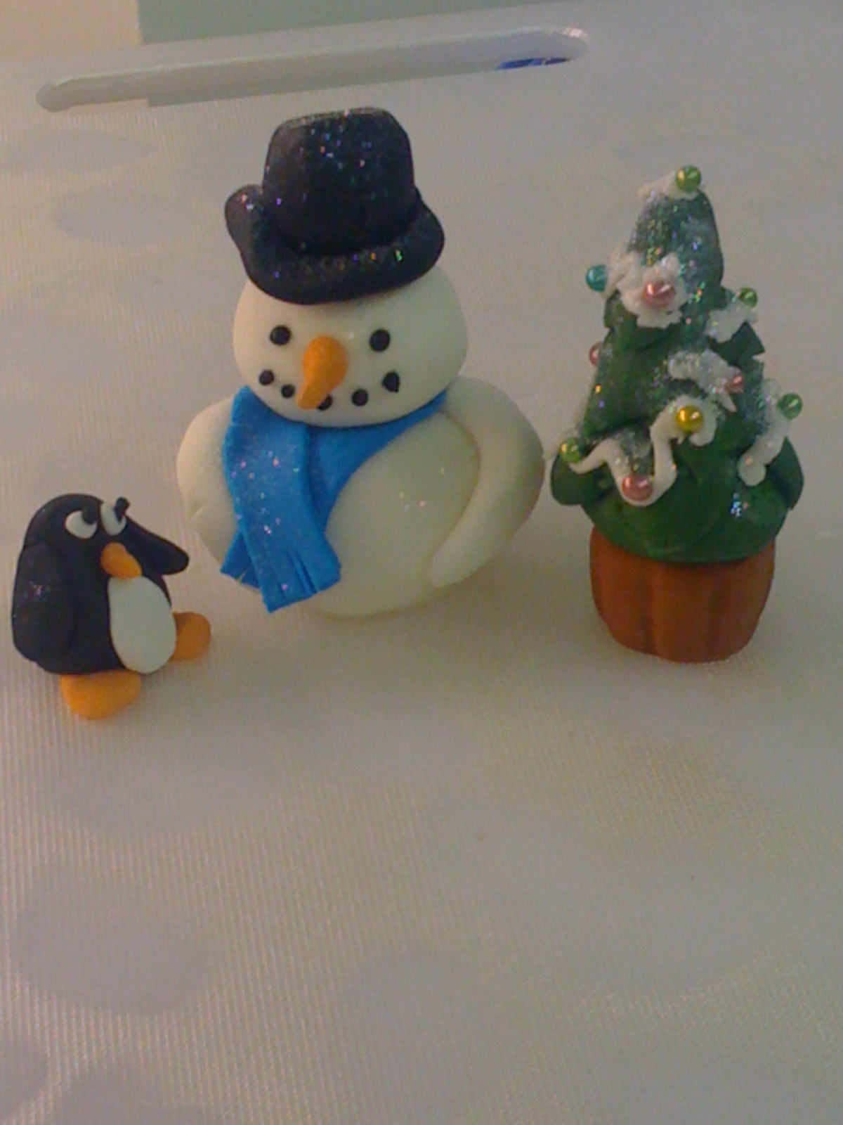 Christmas sugar paste figures   frosting the snowman ...