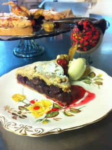 A lovely winter tart, warming in more ways then one with the added spice and whisky...Fat robin seems to think so ;)